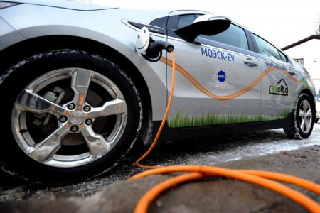 В Москве до конца 2016 года построят 200 зарядных станций для электромобилей