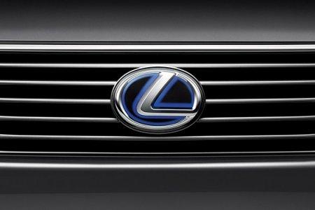 Компания Lexus снизила стоимость трех моделей в России