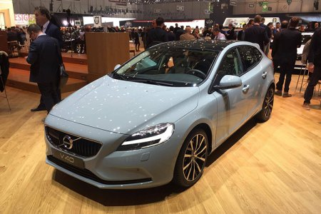 В Женеве презентовали модели Volvo V40