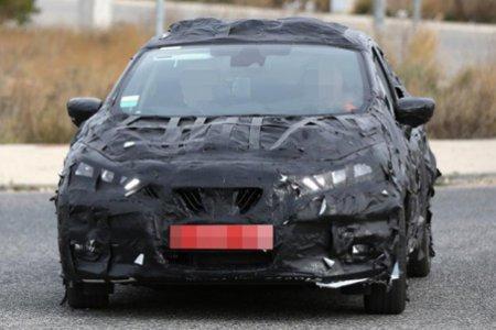 Модель Nissan Micra попалась в объективы фотошпионов во время тестов