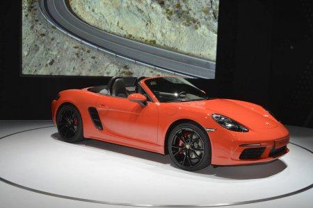 Модель Porsche 718 Boxster дебютировала на автомобильной выставке в Нью-Йорке
