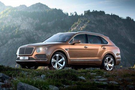В Россию привезли первые кроссоверы Bentley