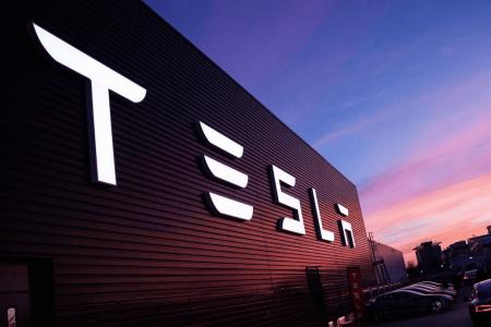 В России в 2016 году появится сеть заправок Tesla Motors