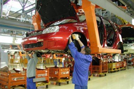 В России объемы производства легковых автомобилей снизились на 26%